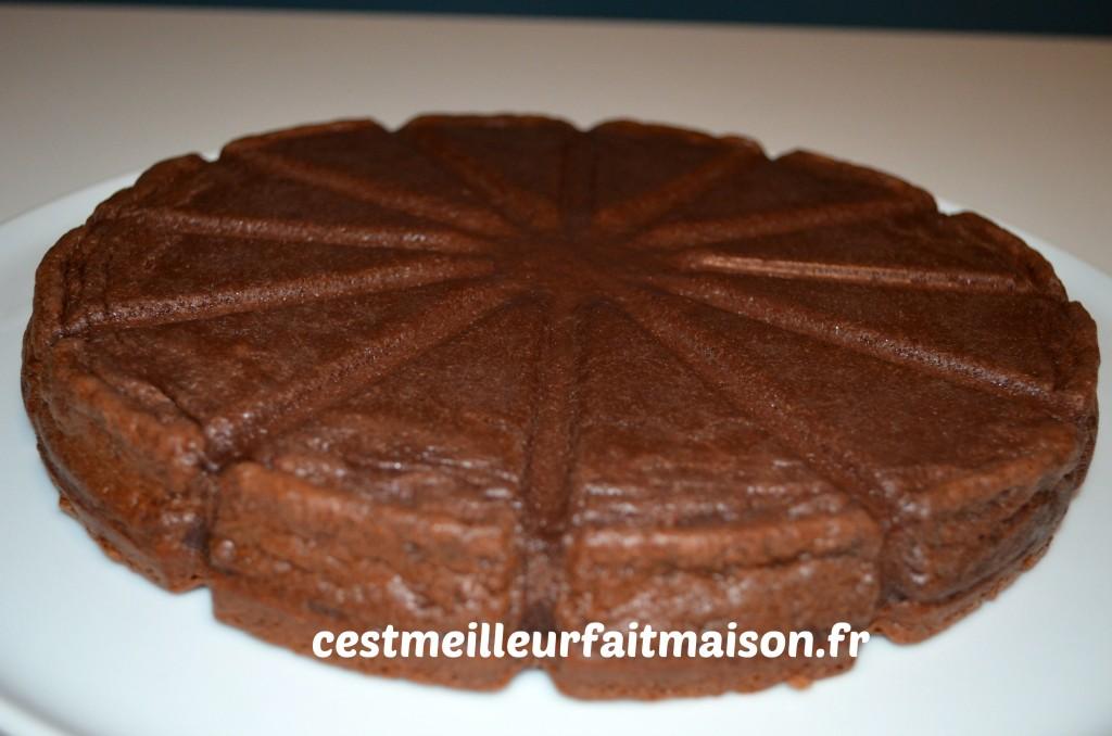 Gâteau magique au chocolat et à la noix de coco