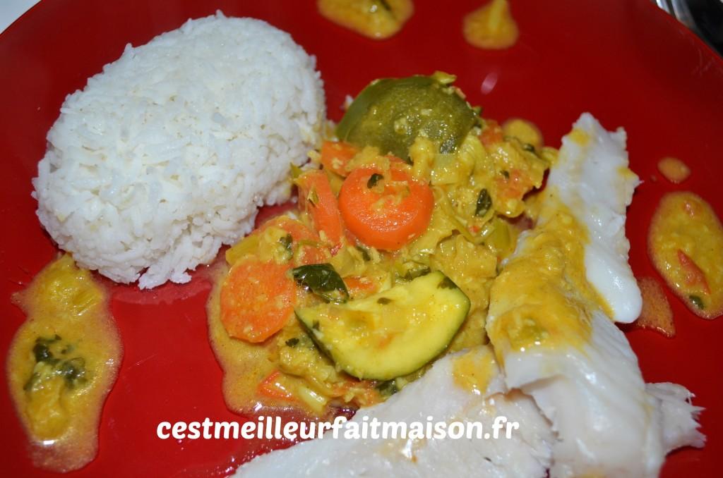 Merlu à la vapeur et légumes au curry
