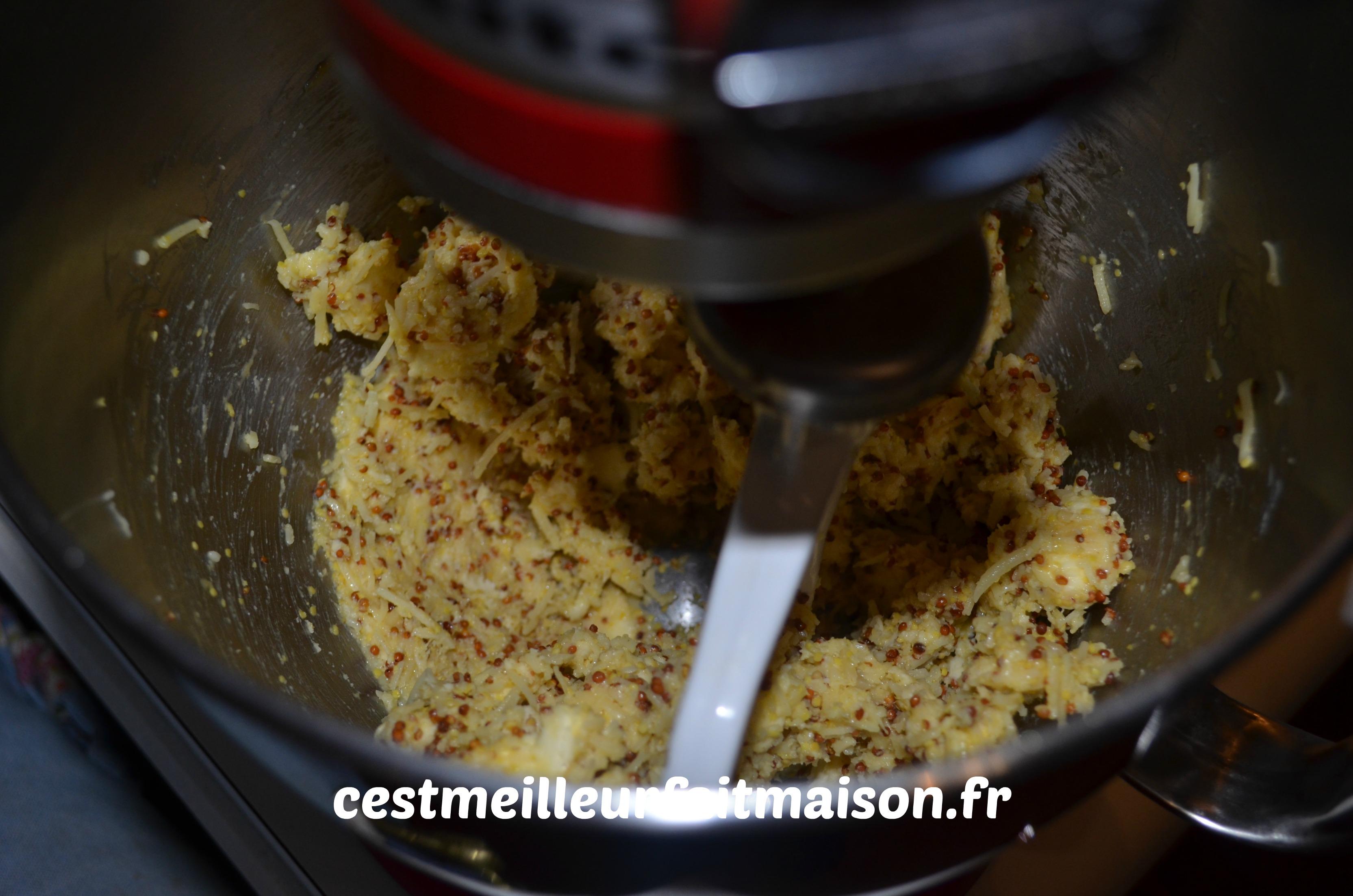 Biscuits à la moutarde et au comté
